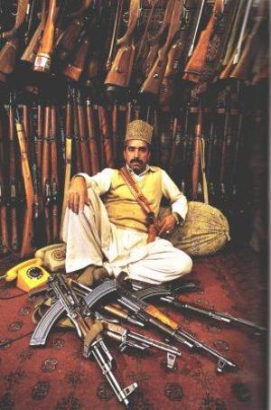 Comerciante_armas_afgano